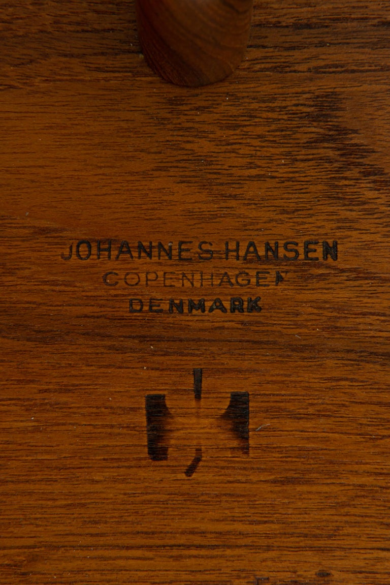 Hans Wegner Large Dining Table Model JH-567 by Johannes Hansen in Denmark In Good Condition For Sale In Malmo, SE