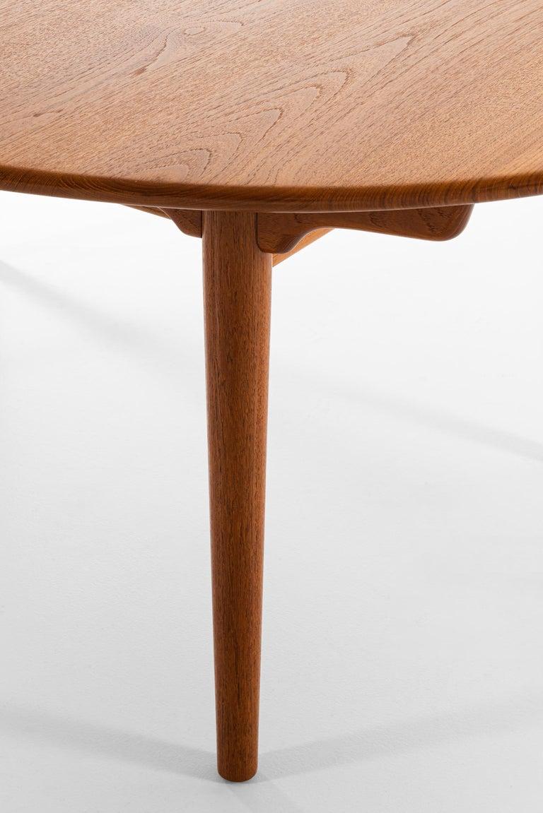 Mid-20th Century Hans Wegner Large Dining Table Model JH-567 by Johannes Hansen in Denmark For Sale