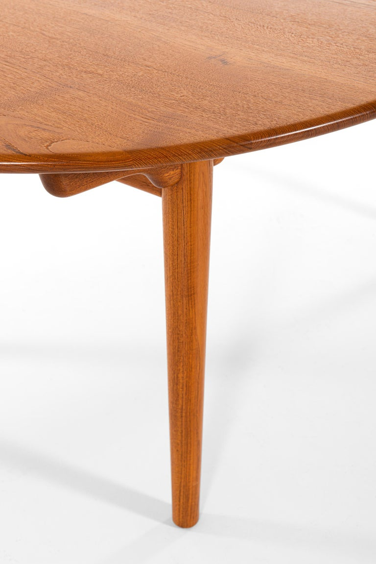 Hans Wegner Large Dining Table Model JH-567 by Johannes Hansen in Denmark For Sale 1