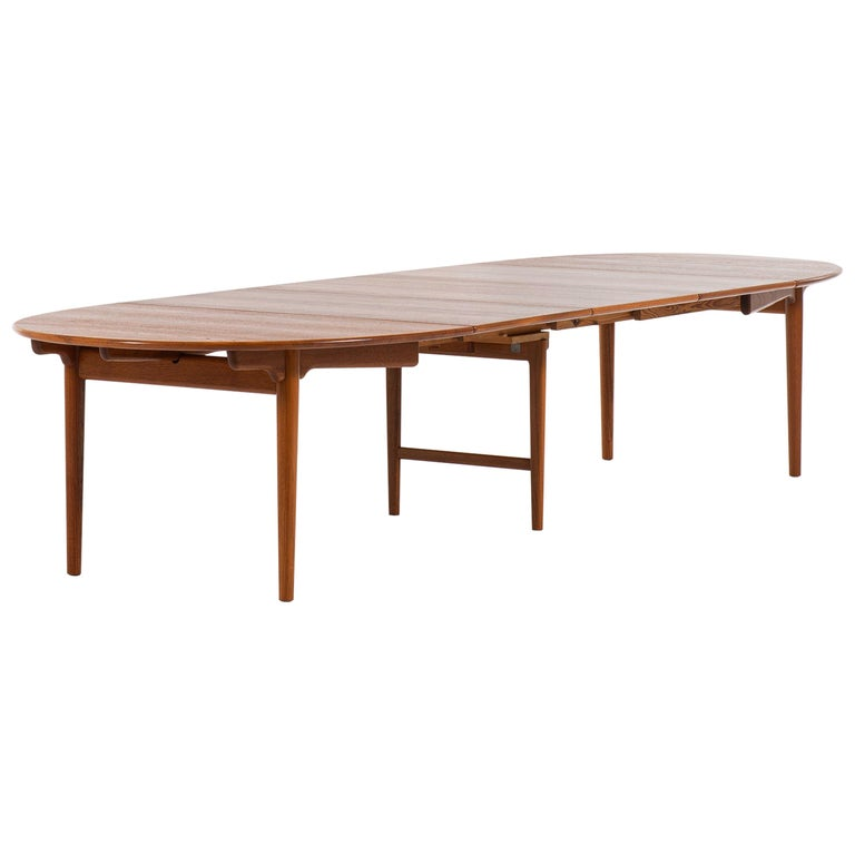 Hans Wegner Large Dining Table Model JH-567 by Johannes Hansen in Denmark For Sale