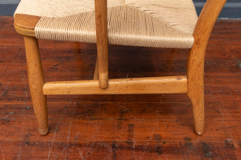 Mid-20th Century Hans Wegner Lounge Chair CH 22 For Sale