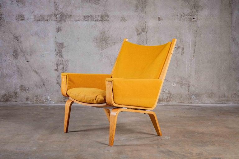 Hans Wegner lounge chair, GETAMA  Measures: Arm 21