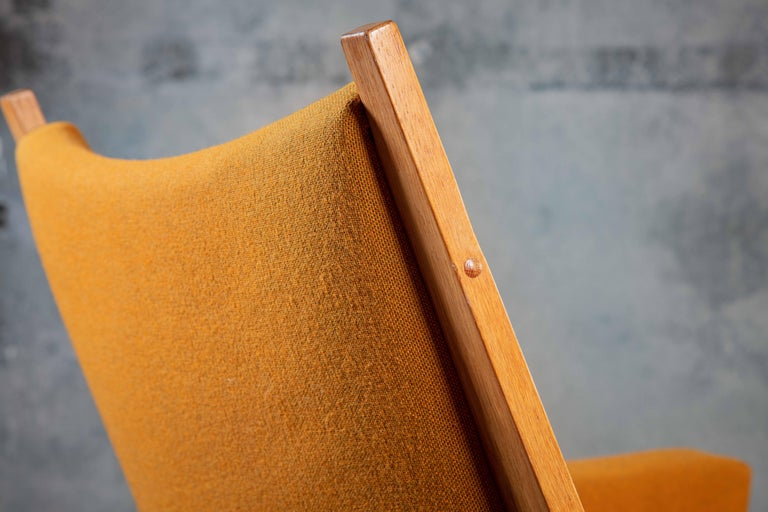 Hans Wegner Lounge Chair In Distressed Condition For Sale In Los Angeles, CA