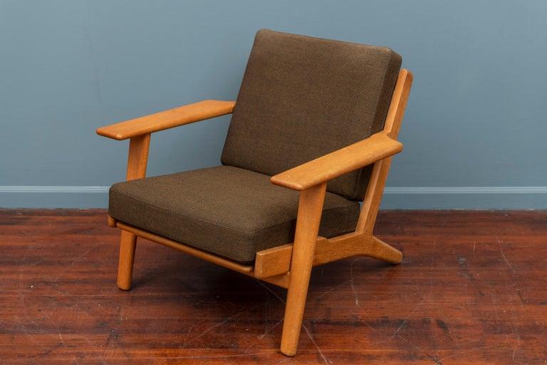 Hans Wegner lounge chair for GETAMA, Model GE 290. Oak frame with original wire cushion frames, labeled.