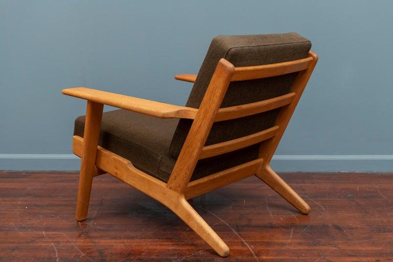 Mid-20th Century Hans Wegner Lounge Chair GE 290 For Sale
