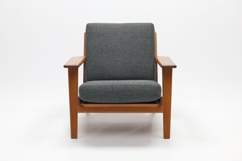 Lounge Stoel Met Kussen.Hans Wegner Lounge Chair Ge290 By Getama At 1stdibs