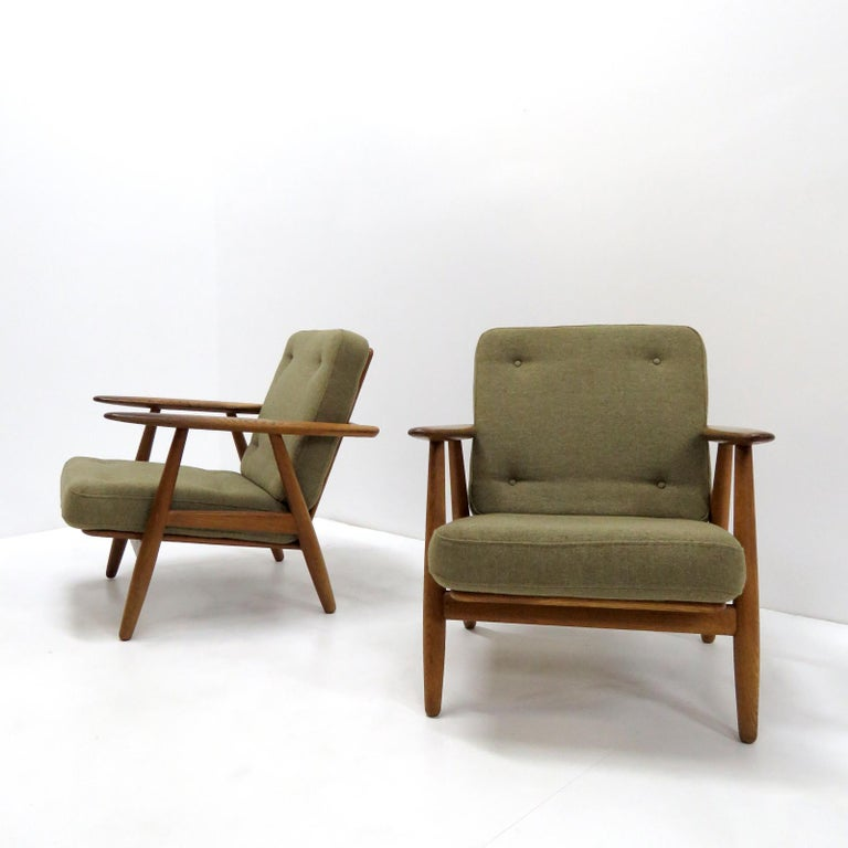 Hans Wegner Lounge Chairs, Model GE-240 For Sale 3