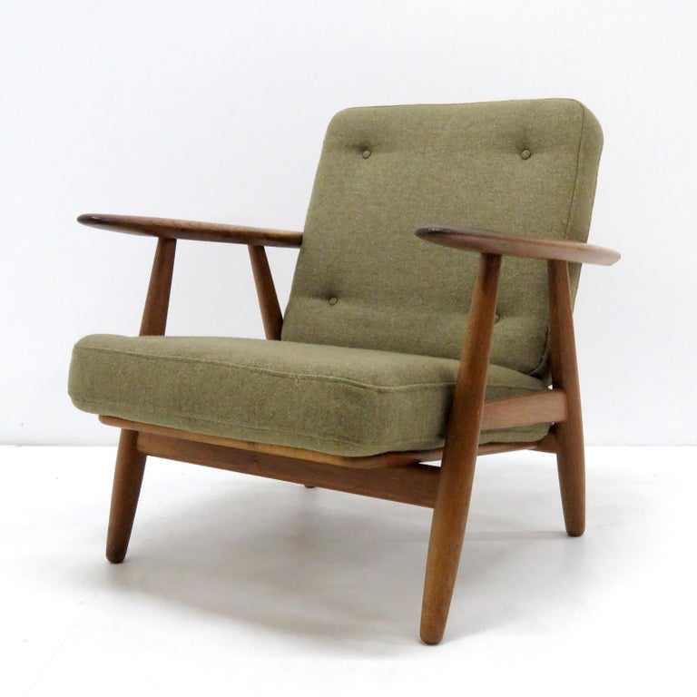 Scandinavian Modern Hans Wegner Lounge Chairs, Model GE-240 For Sale