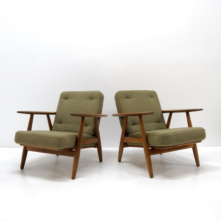 Hans Wegner Lounge Chairs, Model GE-240 For Sale 2
