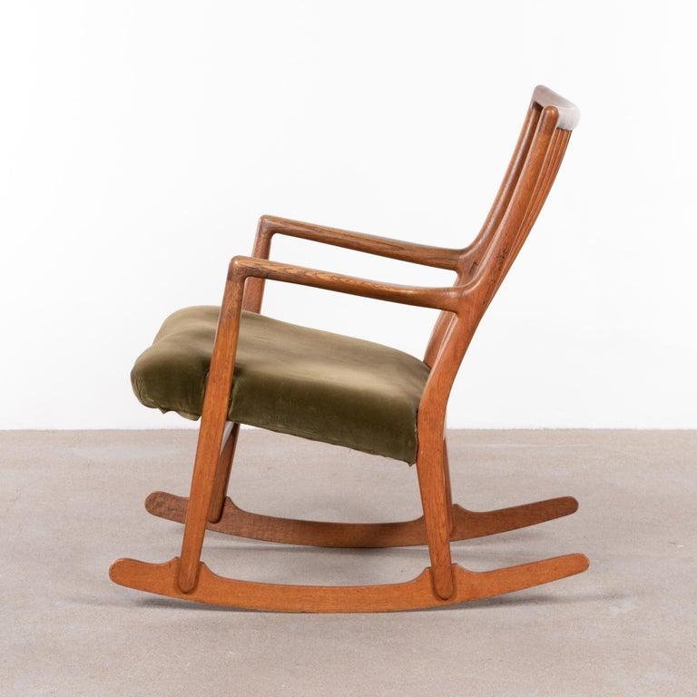 Scandinavian Modern Hans Wegner ML33 Rocking Chair in Teak for Mikael Laursen, Denmark For Sale