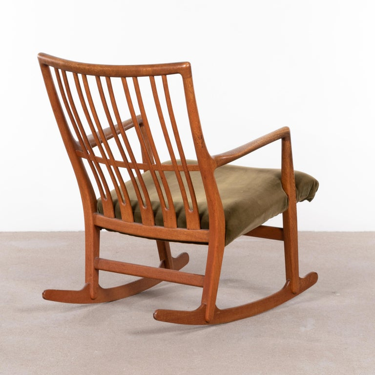 Mid-20th Century Hans Wegner ML33 Rocking Chair in Teak for Mikael Laursen, Denmark For Sale