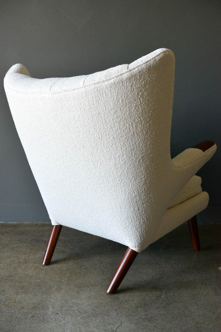 Hans Wegner Model AP-19 'Papa Bear' Chair, circa 1955 In Excellent Condition For Sale In Costa Mesa, CA