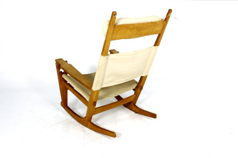 Scandinavian Modern Hans Wegner Oak Keyhole Rocking Chair for GETAMA, Denmark For Sale