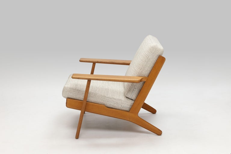 Hans Wegner Oak Lounge Chair GE290 by GETAMA '1 of 3 Chairs' In Good Condition In Utrecht, NL