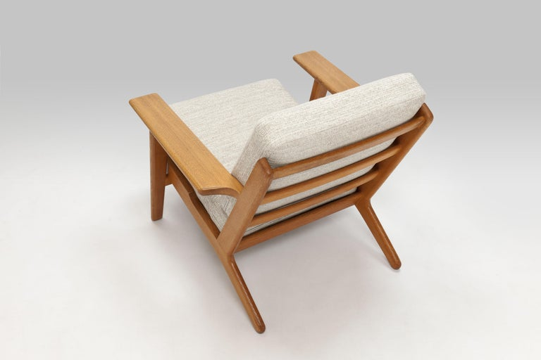 Linen Hans Wegner Oak Lounge Chair GE290 by GETAMA