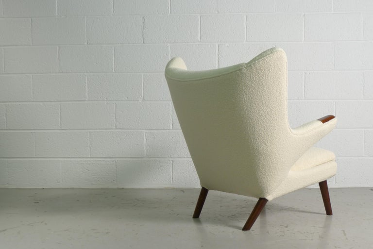Hans Wegner Papa Bear Chair in white Boucle, 1951, AP Stolen, Denmark In Good Condition For Sale In Wargrave, Berkshire