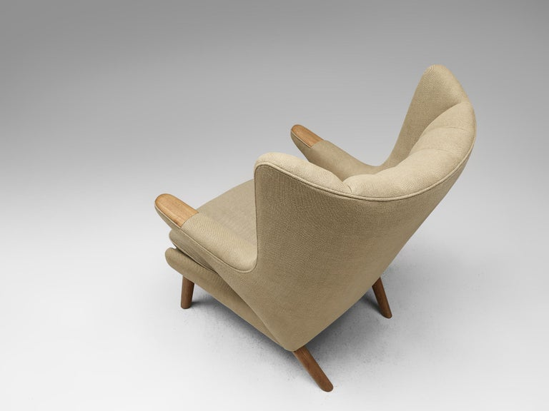Hans Wegner Papa Bear Chair Reupholstered in Beige Upholstery In Good Condition For Sale In Waalwijk, NL