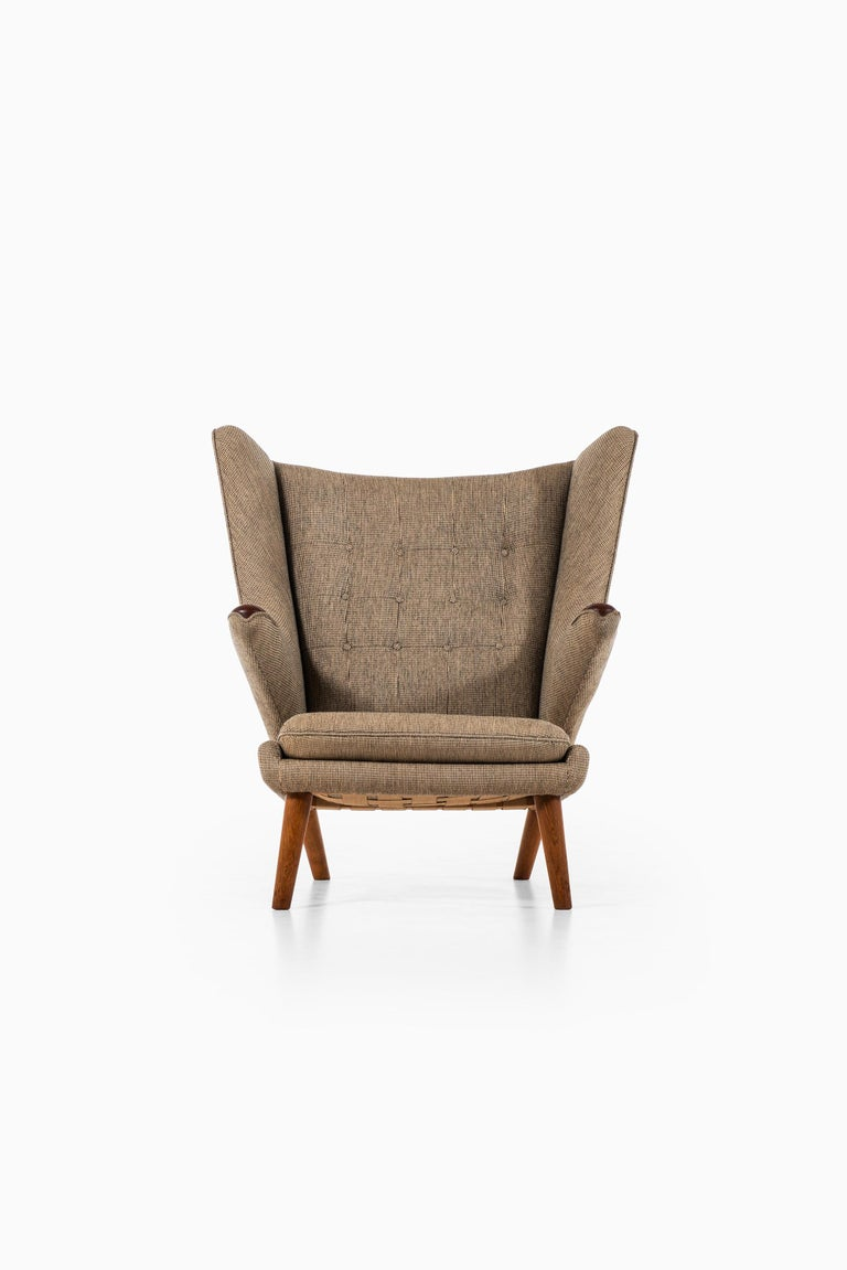 Rare easy chair model Papa bear designed by Hans Wegner. Produced by A.P. Stolen in Denmark. Teak paws, oak legs and original fabric.