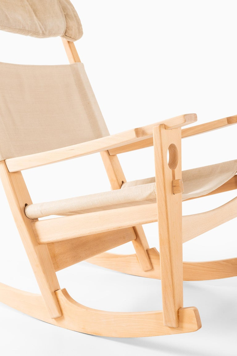 Rare keyhole rocking chair model GE-273 designed by Hans Wegner. Produced by GETAMA in Denmark.