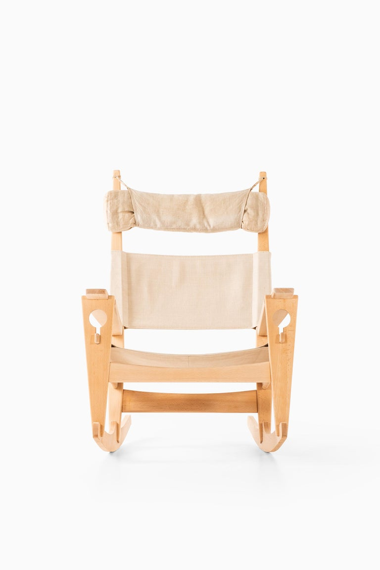 Scandinavian Modern Hans Wegner Rocking Chair Model GE-273 Produced by GETAMA in Denmark For Sale