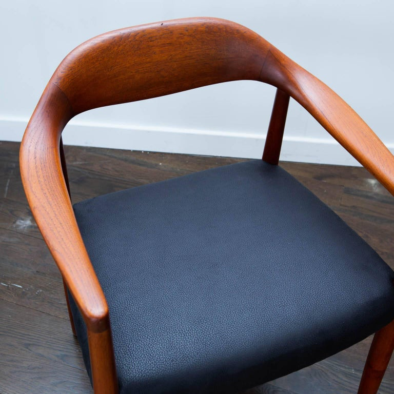 Well constructed Danish modern chair in the manner of Wegner's famous