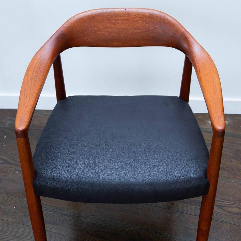 Mid-Century Modern Hans Wegner Round Chair Style Teak Armchair For Sale