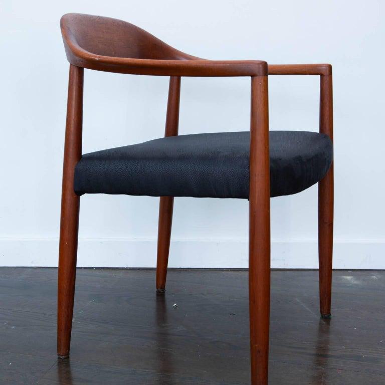 Hans Wegner Round Chair Style Teak Armchair In Excellent Condition For Sale In Darien, CT