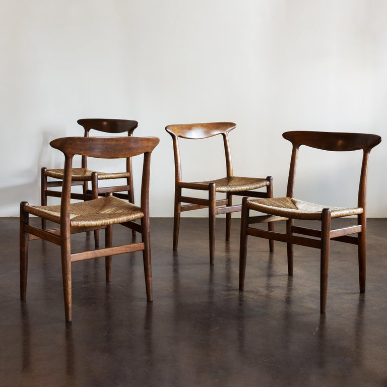 Hans Wegner Set of Four Model W2 Dining Chairs in Oak, Denmark, 1950s For Sale 6