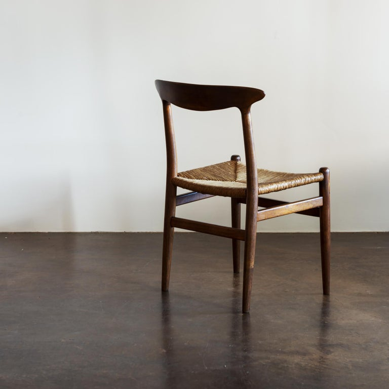 Mid-20th Century Hans Wegner Set of Four Model W2 Dining Chairs in Oak, Denmark, 1950s For Sale