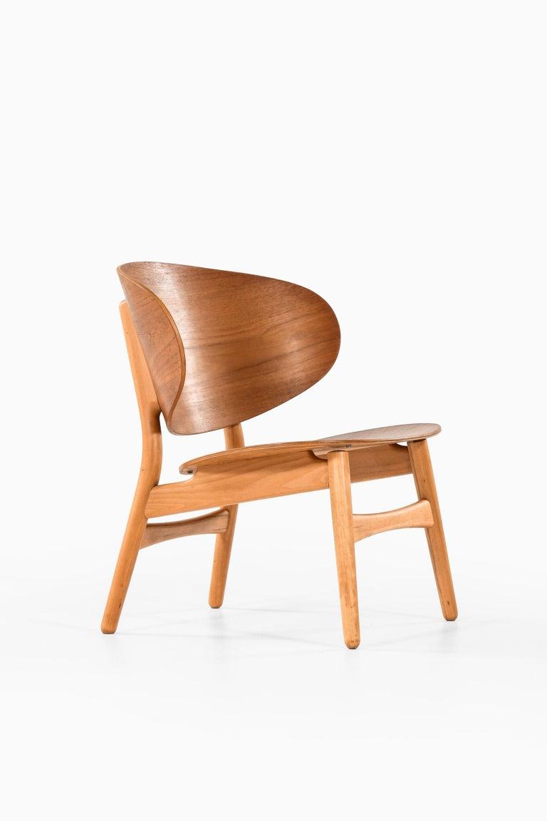 Hans Wegner Shell Easy Chair Model 1936 Produced by Fritz Hansen in Denmark For Sale 4
