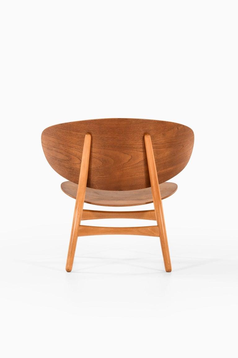 Hans Wegner Shell Easy Chair Model 1936 Produced by Fritz Hansen in Denmark For Sale 1