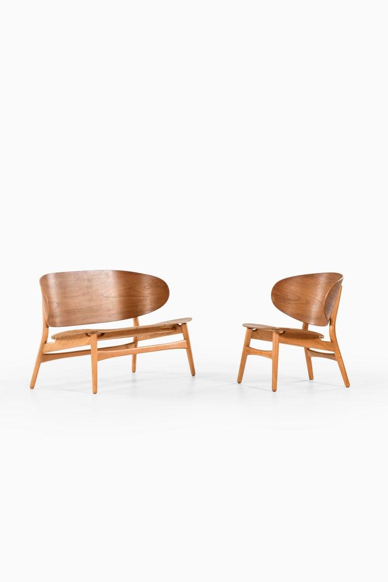 Hans Wegner Shell Easy Chair Model 1936 Produced by Fritz Hansen in Denmark For Sale 2
