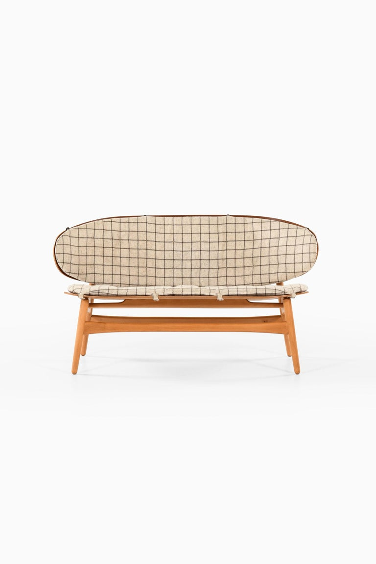 Hans Wegner Shell Sofa Model 1935 Produced by Fritz Hansen in Denmark For Sale 1