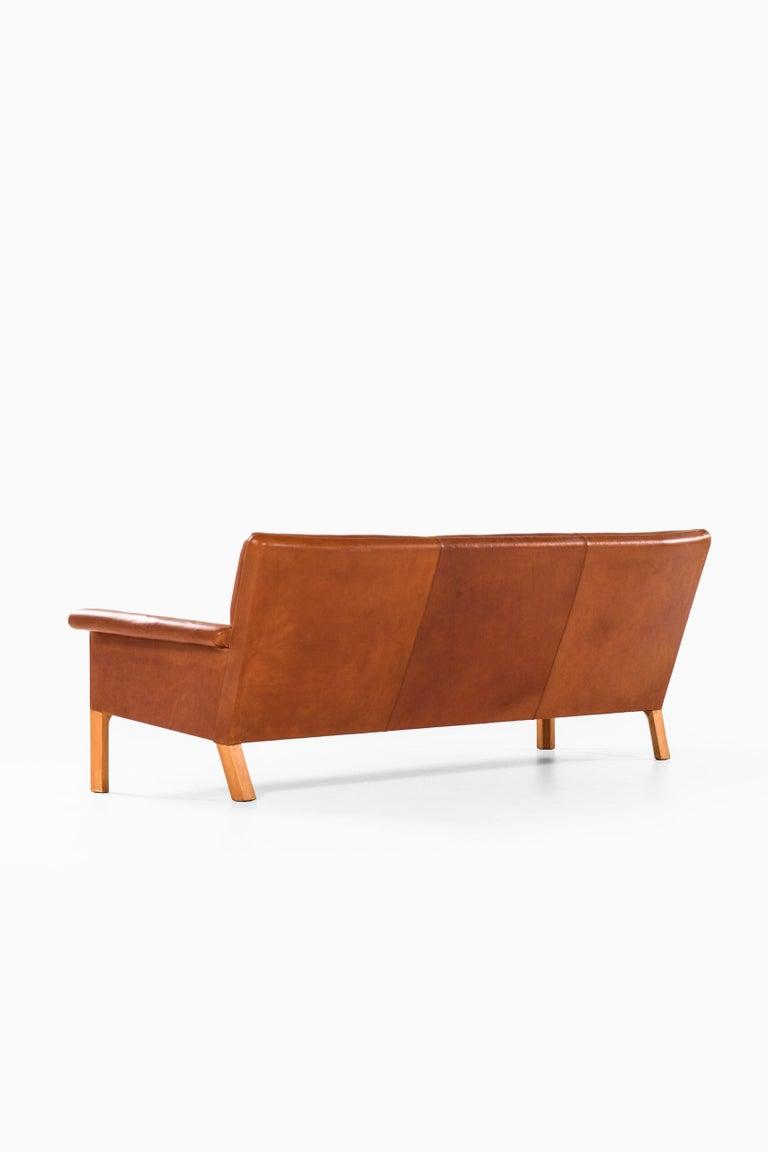 Hans Wegner Sofa Model AP-64 Produced by AP-Stolen in Denmark For Sale 4
