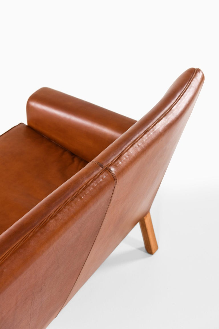 Hans Wegner Sofa Model AP-64 Produced by AP-Stolen in Denmark For Sale 5