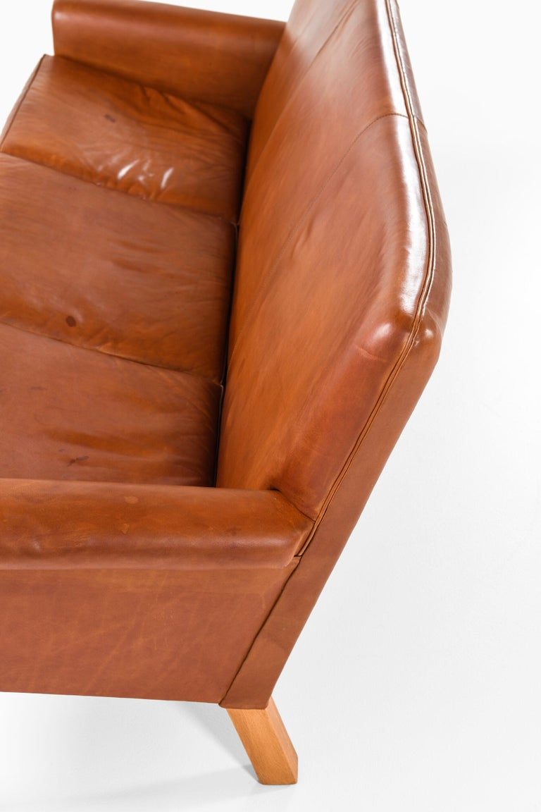 Hans Wegner Sofa Model AP-64 Produced by AP-Stolen in Denmark For Sale 6