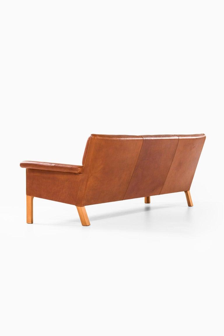 Hans Wegner Sofa Model AP-64 Produced by AP-Stolen in Denmark For Sale 8