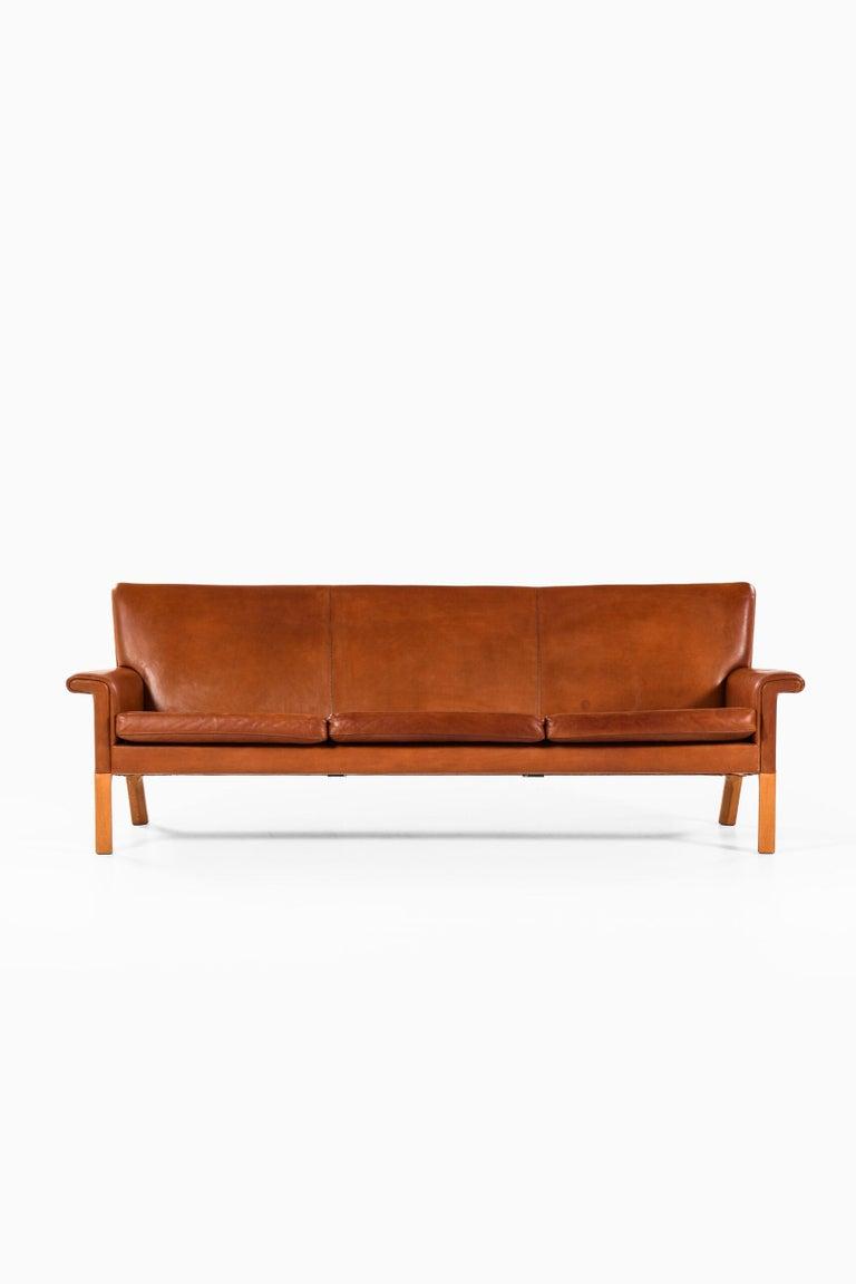 Scandinavian Modern Hans Wegner Sofa Model AP-64 Produced by AP-Stolen in Denmark For Sale