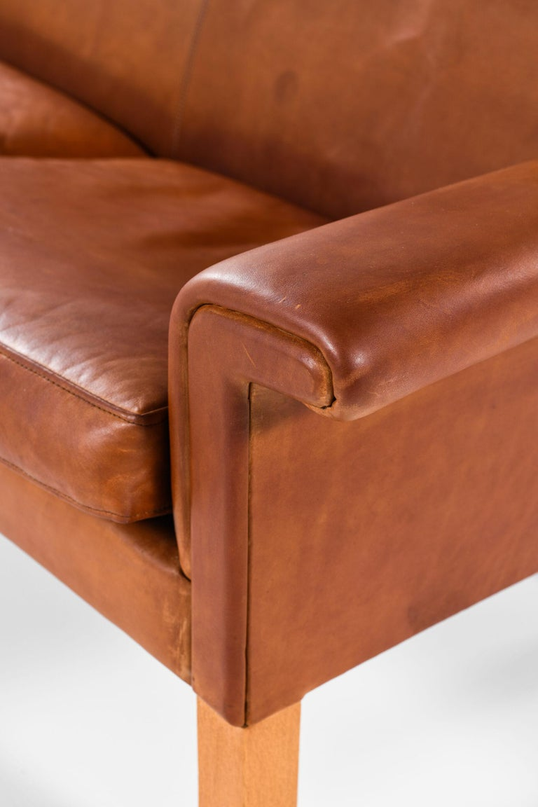 Hans Wegner Sofa Model AP-64 Produced by AP-Stolen in Denmark For Sale 1