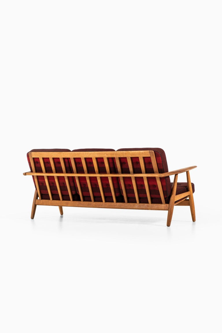 Leather Hans Wegner Sofa Model GE-240 / Cigar Produced by GETAMA in Denmark For Sale