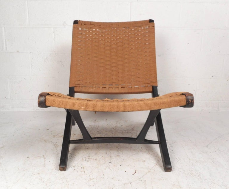 A well made folding slipping chair with a woven seat and backrest. Sleek design with unique