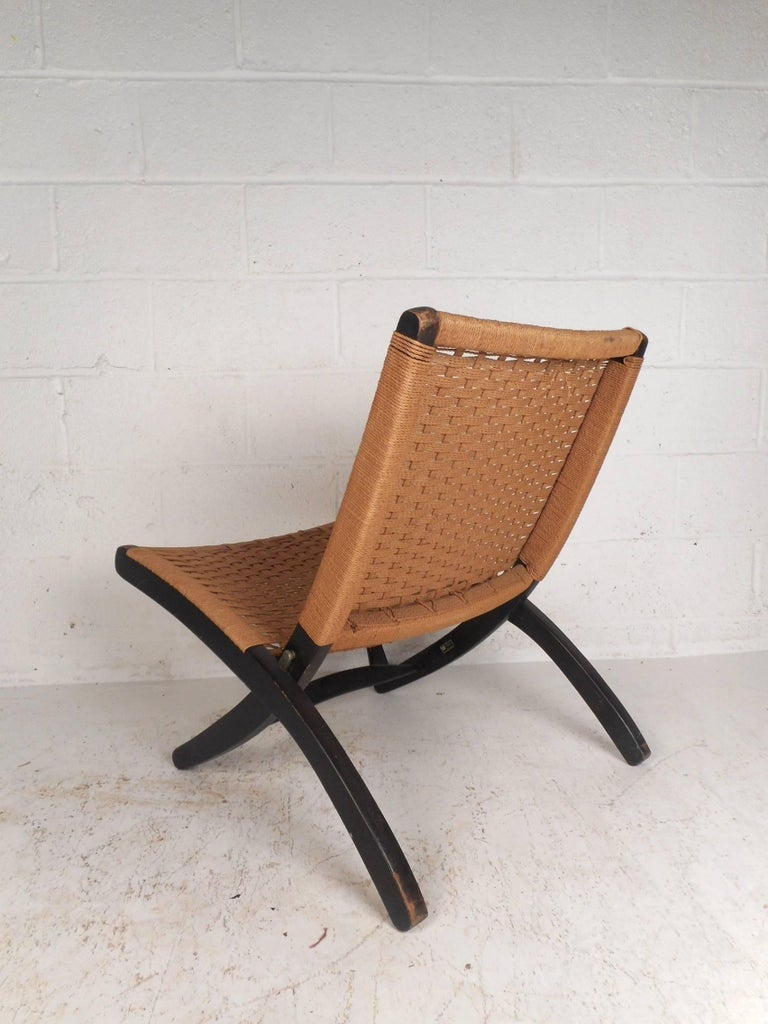 Folding Rope Lounge Chair In Good Condition For Sale In Brooklyn, NY