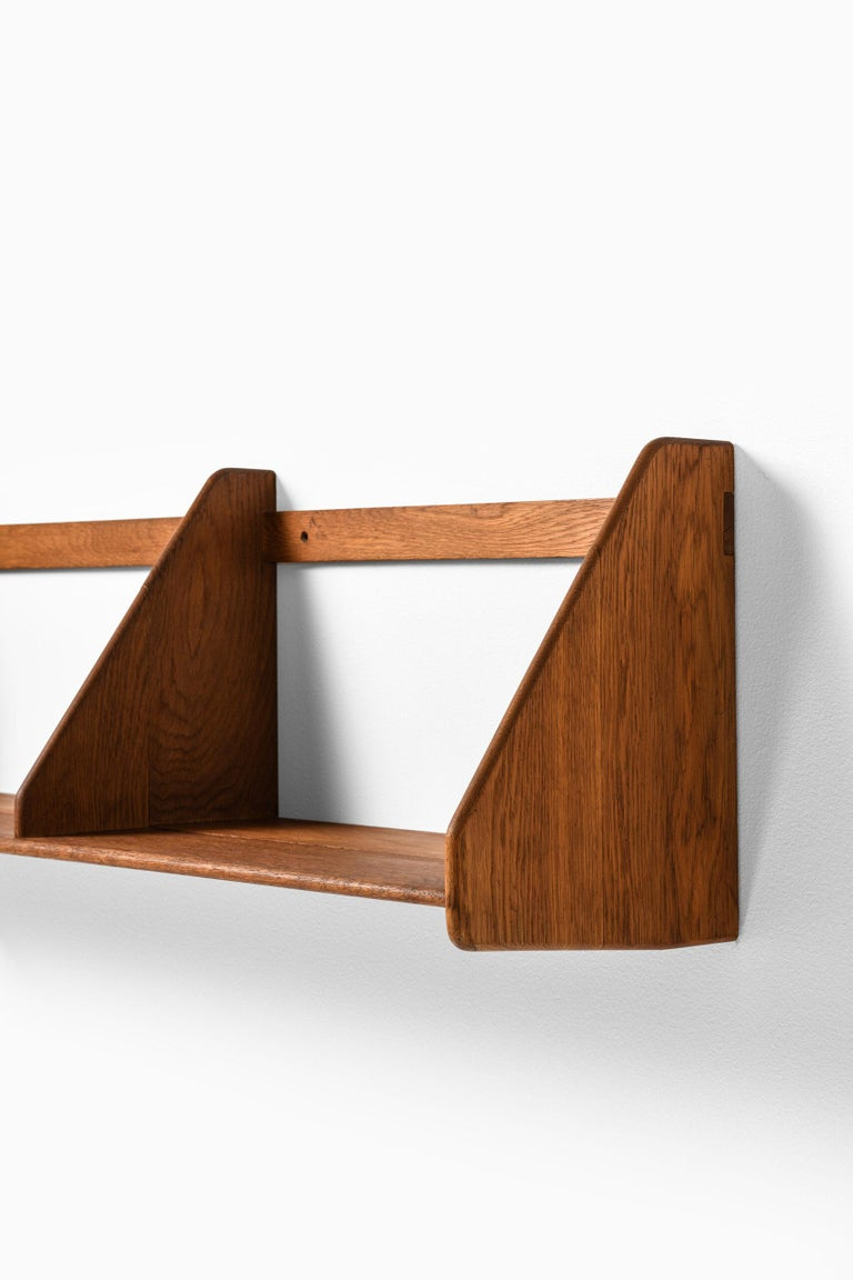 Wall mounted shelf designed by Hans Wegner. Produced by Ry Møbler in Denmark.