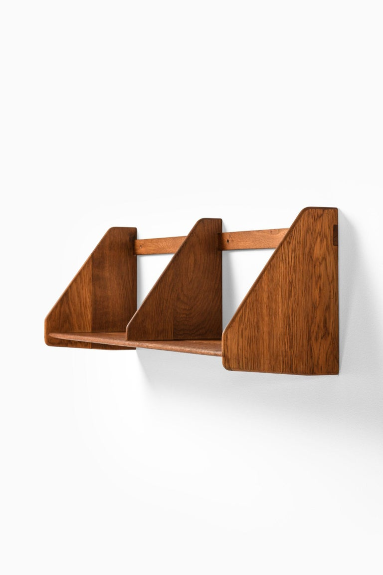 Hans Wegner Wall Mounted Shelf Produced by Ry Møbler in Denmark In Good Condition For Sale In Malmo, SE