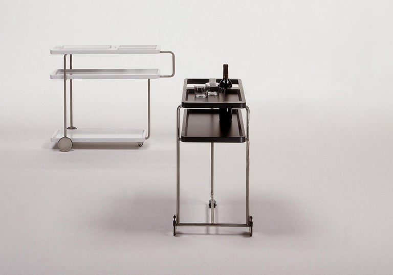Chromed iron structure. Heat-shaped ABS+PMMA plastic trays, painted in textured polyurethane in white matt RAL 9003.