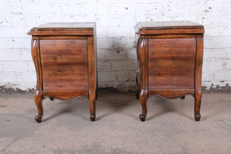 Harden French Provincial Louis XV Walnut Nightstands, Pair For Sale 6