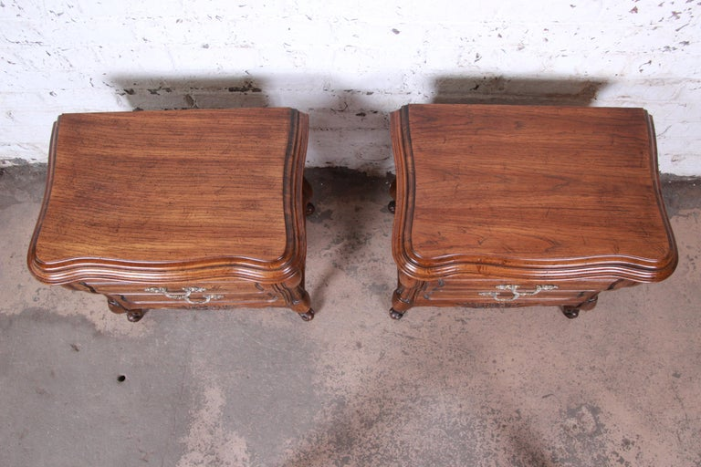 Brass Harden French Provincial Louis XV Walnut Nightstands, Pair For Sale
