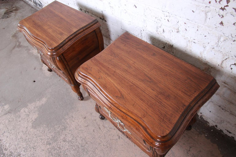 Harden French Provincial Louis XV Walnut Nightstands, Pair For Sale 1