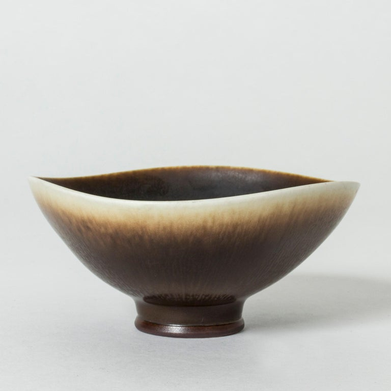 Hare's Fur and Eggshell Glazed Swedish Brown Stoneware bowl by Berndt Friberg In Excellent Condition For Sale In Stockholm, SE
