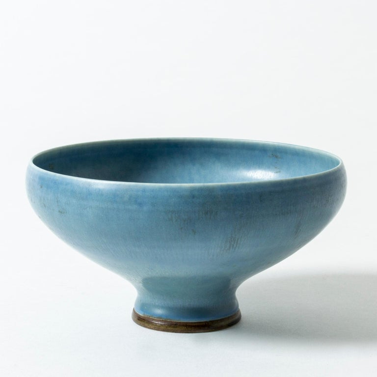Elegant stoneware bowl by Berndt Friberg, with beautiful sky blue hare's fur glaze.